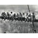 Obreros sentados en la viga - Un almuerzo de altura